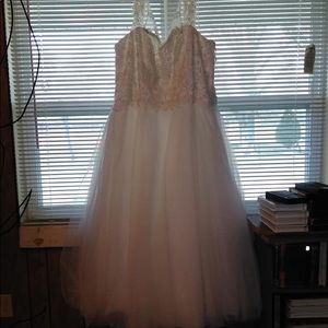 Dresses & Skirts - Size 26 David's Bridal wedding dress